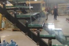 Лестница на каркасе металл ограждение стекло