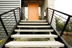 Лестница на металлическом каркасе изготовление