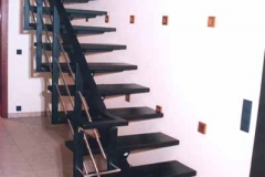Лестница на металлическом каркасе заказать