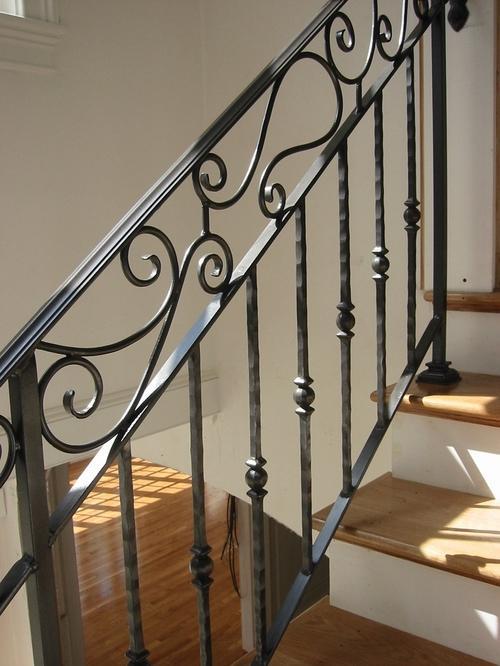 Заказать кованые ограждения для лестниц